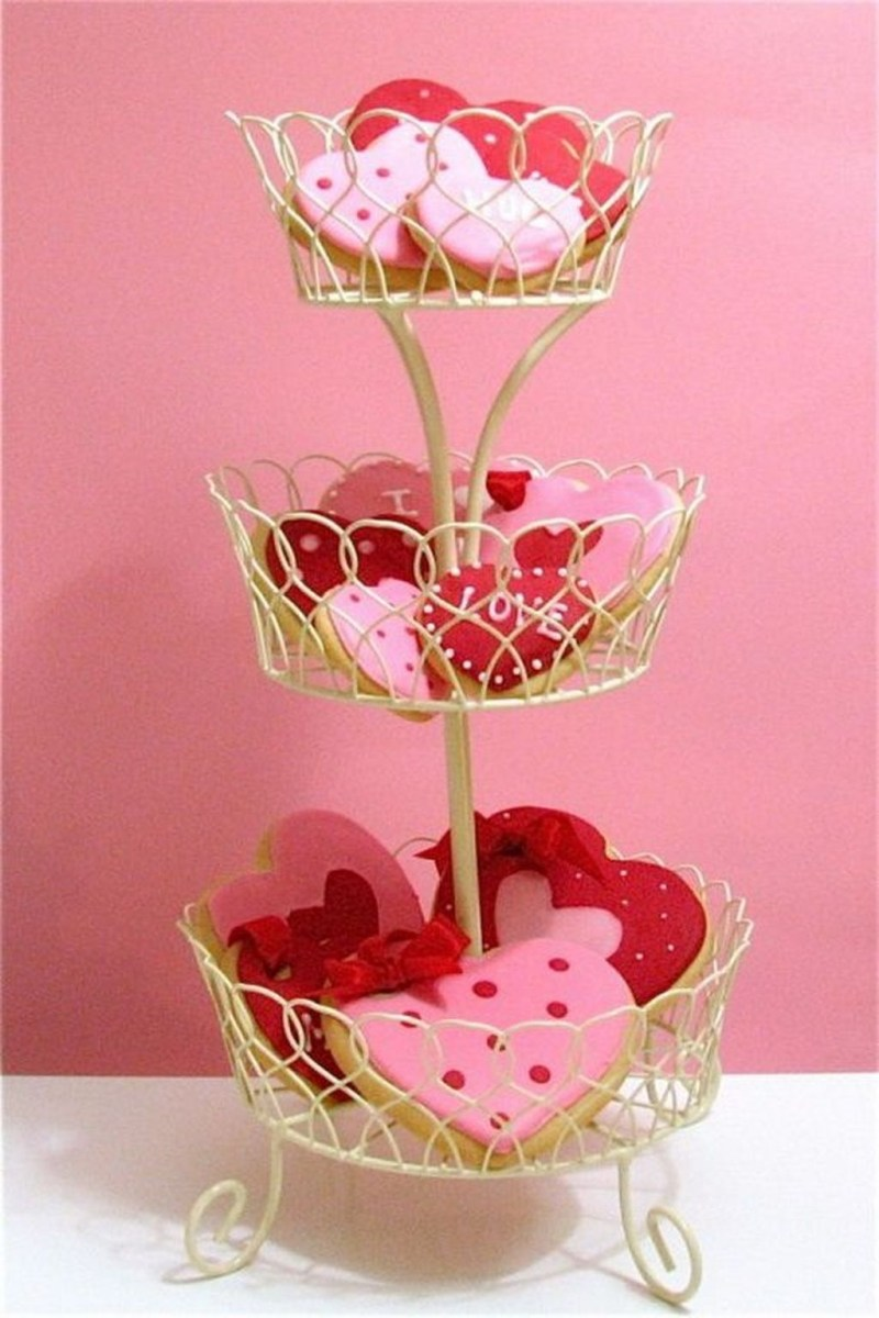 Stunning Red Home Decor Ideas For Valentines Day 10