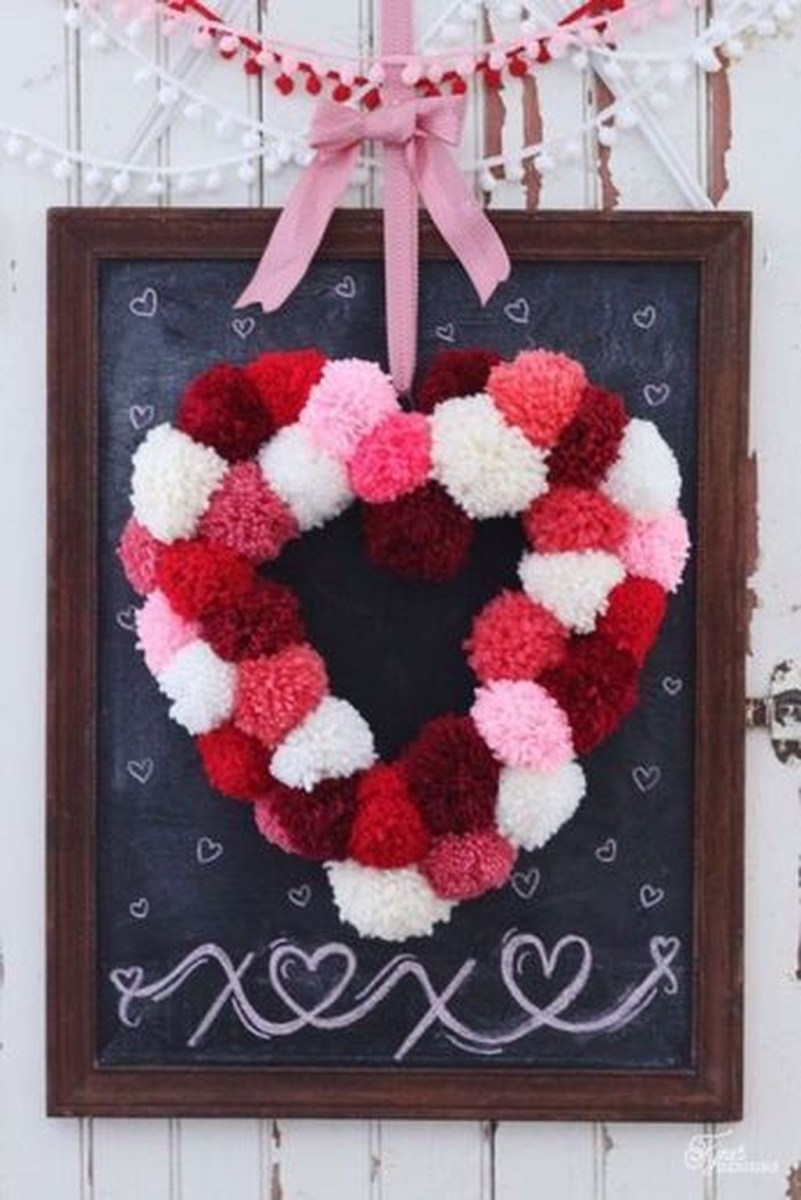 Stunning Red Home Decor Ideas For Valentines Day 40