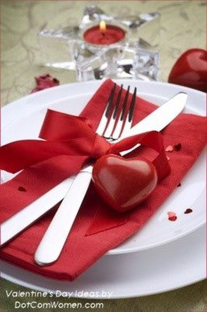 Stunning Red Home Decor Ideas For Valentines Day 44