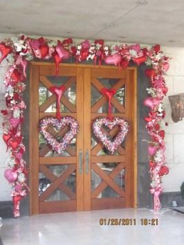Unique Outdoor Valentine Decor Ideas 08