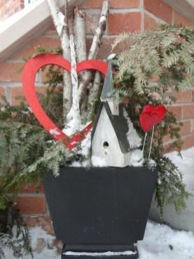 Unique Outdoor Valentine Decor Ideas 35