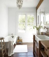 Comfy Farmhouse Wooden Bathroom Design Ideas 30