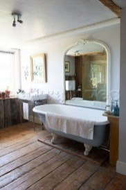 Comfy Farmhouse Wooden Bathroom Design Ideas 42