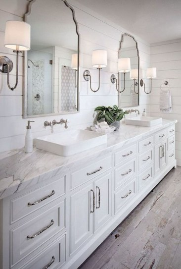 Comfy Farmhouse Wooden Bathroom Design Ideas 48