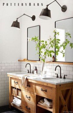 Comfy Farmhouse Wooden Bathroom Design Ideas 55