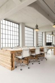 Magnificient Industrial Office Design Ideas 22