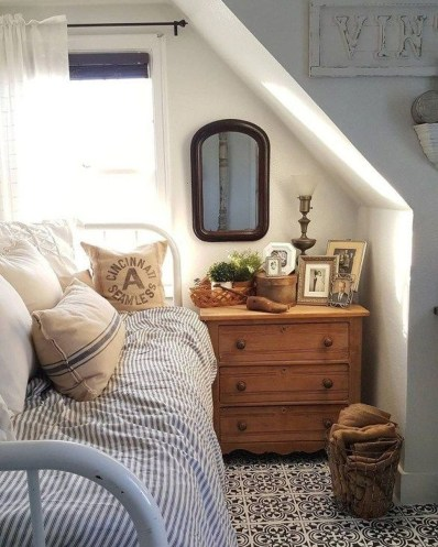 Relaxing Small Loft Bedroom Designs 46