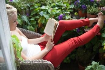 Stunning Small Patio Garden Decorating Ideas 11