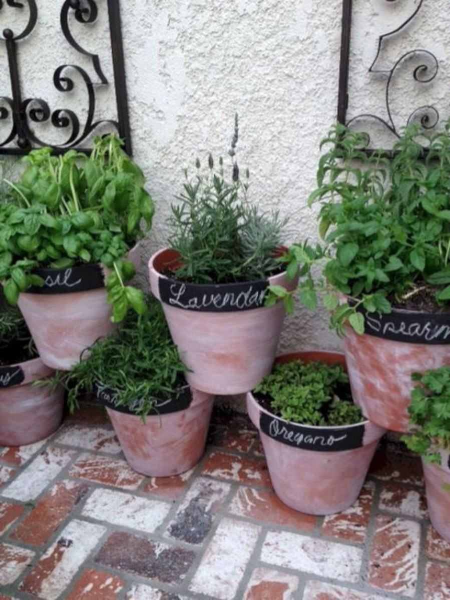 Stunning Small Patio Garden Decorating Ideas 15