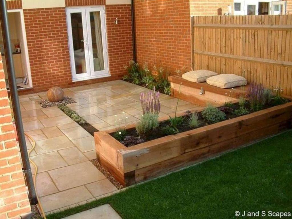 Stunning Small Patio Garden Decorating Ideas 18