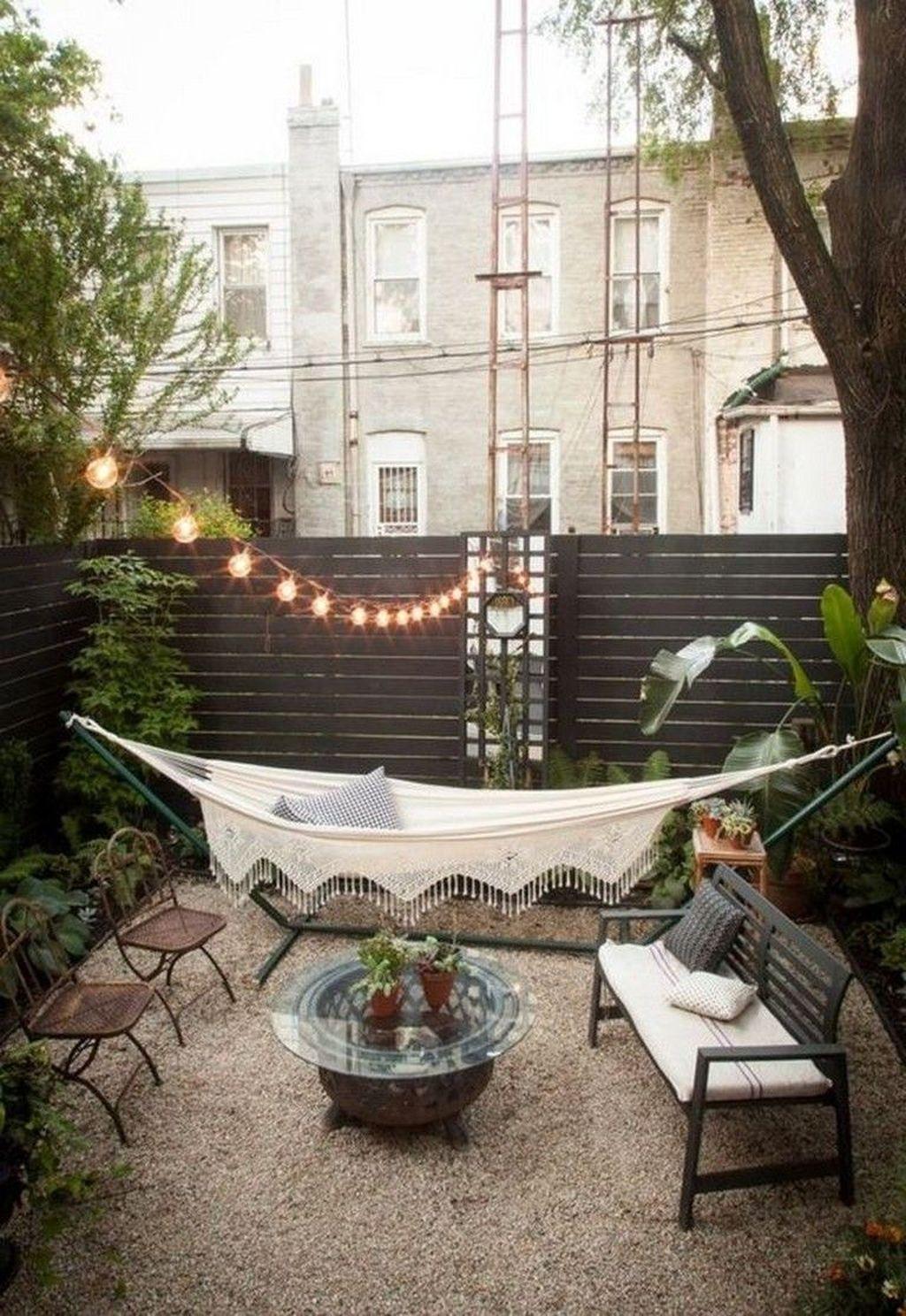 Stunning Small Patio Garden Decorating Ideas 27