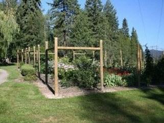 Cute Garden Fences Walls Ideas 23