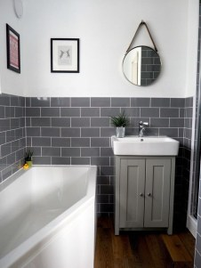 Elegant Bathroom Makeovers Ideas For Small Space 18