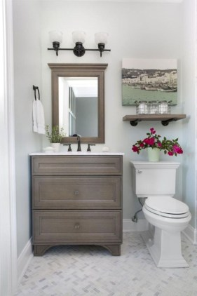 Elegant Bathroom Makeovers Ideas For Small Space 44