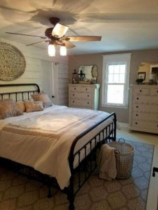 Elegant Farmhouse Decor Ideas For Bedroom 12