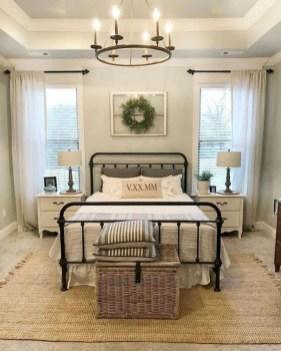 Elegant Farmhouse Decor Ideas For Bedroom 40