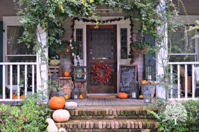 Incredible Autumn Decorating Ideas For Backyard 03