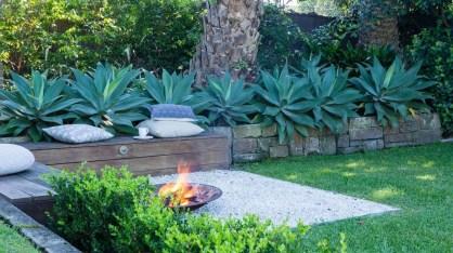Incredible Autumn Decorating Ideas For Backyard 10