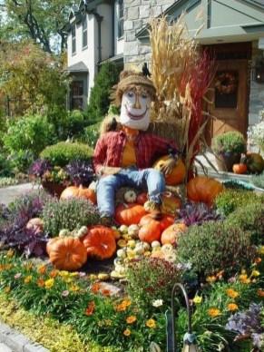 Incredible Autumn Decorating Ideas For Backyard 12