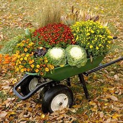 Incredible Autumn Decorating Ideas For Backyard 14