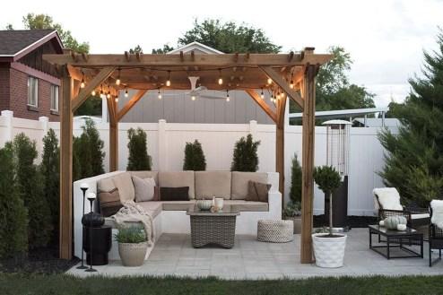 Incredible Autumn Decorating Ideas For Backyard 21