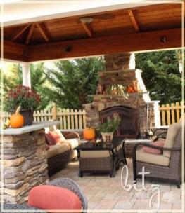 Incredible Autumn Decorating Ideas For Backyard 29