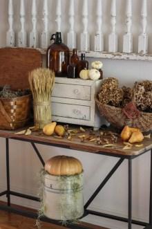 Incredible Autumn Decorating Ideas For Backyard 31