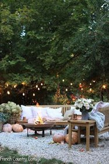 Incredible Autumn Decorating Ideas For Backyard 43