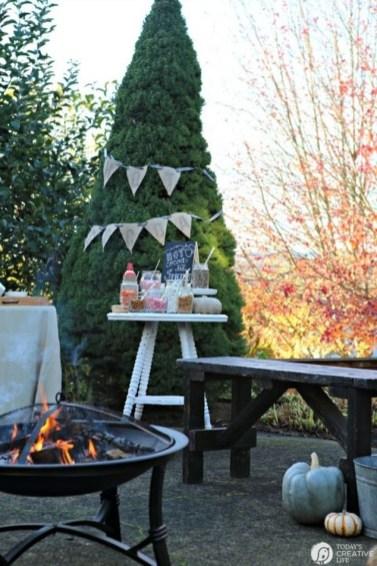 Incredible Autumn Decorating Ideas For Backyard 47