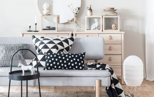 Catchy Living Room Designs Ideas With Bold Black Furniture 18