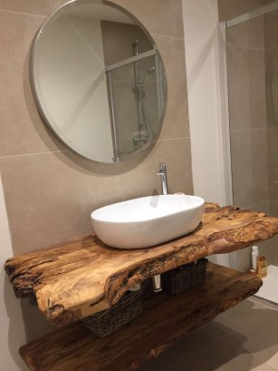 Cozy Small Bathroom Ideas With Wooden Decor 17
