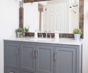 Cozy Small Bathroom Ideas With Wooden Decor 47