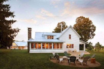 Fabulous White Farmhouse Design Ideas 10