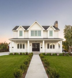 Fabulous White Farmhouse Design Ideas 21