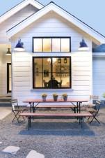 Fabulous White Farmhouse Design Ideas 42