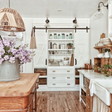Fabulous White Farmhouse Design Ideas 46