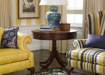 Fancy Living Room Decor Ideas With Ginger Jar Lamps 06