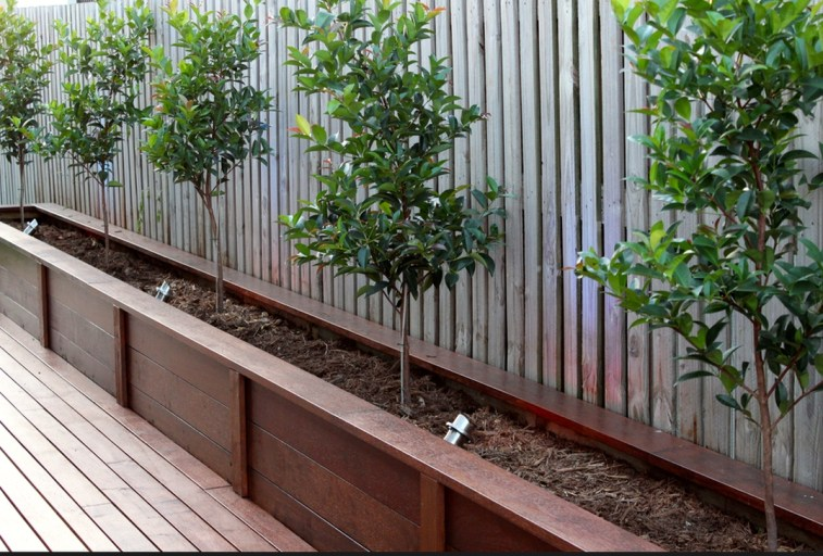 Gorgeous Front Yard Retaining Wall Ideas For Front House 16