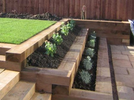 Gorgeous Front Yard Retaining Wall Ideas For Front House 19