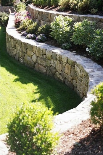 Gorgeous Front Yard Retaining Wall Ideas For Front House 24