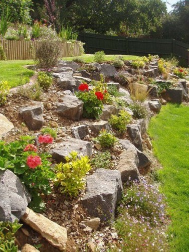 Gorgeous Front Yard Retaining Wall Ideas For Front House 26