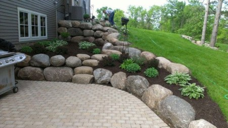 Gorgeous Front Yard Retaining Wall Ideas For Front House 47