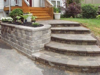 Gorgeous Front Yard Retaining Wall Ideas For Front House 49