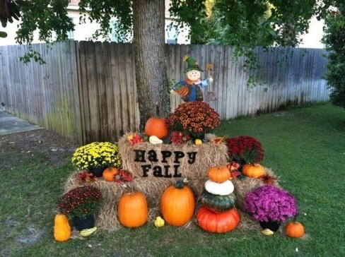 Incredible Autumn Decorating Ideas For Backyard 15