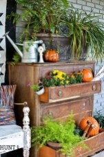 Incredible Autumn Decorating Ideas For Backyard 48