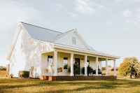 Popular Small Farmhouse Design Ideas To Style Up Your Home 41