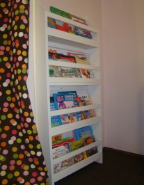 Cozy Bookcase Ideas For Kids Room 21