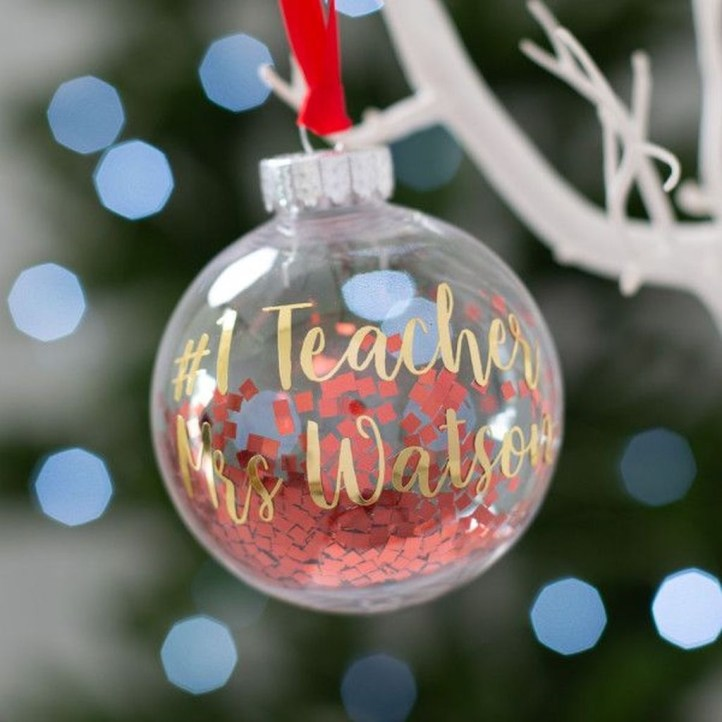 Best Home Decoration Ideas With Snowflakes And Baubles 04