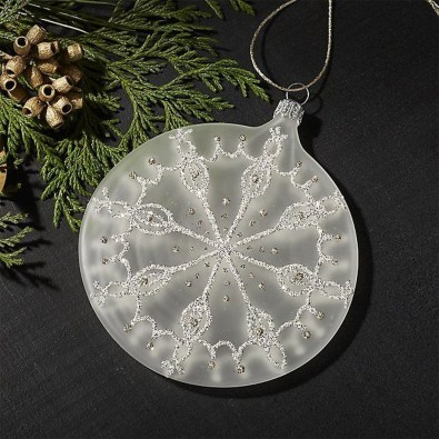 Best Home Decoration Ideas With Snowflakes And Baubles 08