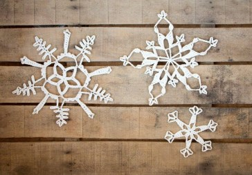 Best Home Decoration Ideas With Snowflakes And Baubles 12